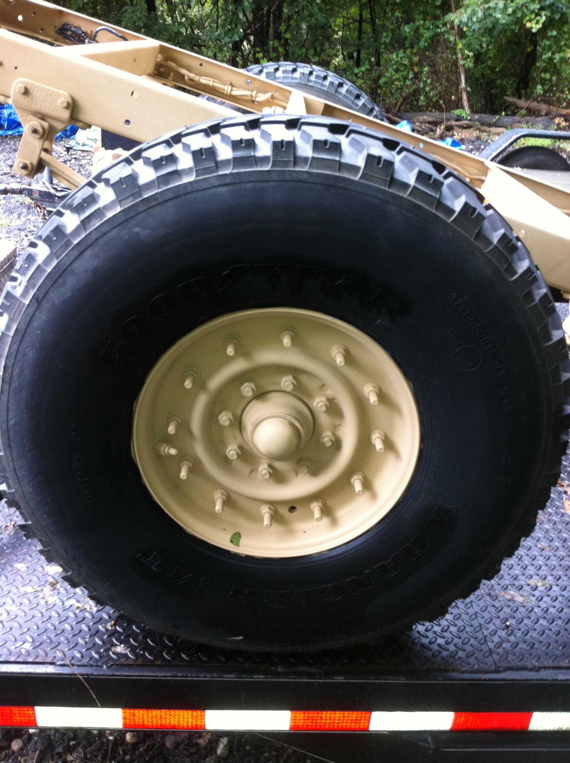 "Hmmvw Hummer 37"" tires and 12 bolt double bead lock wheels with 18"