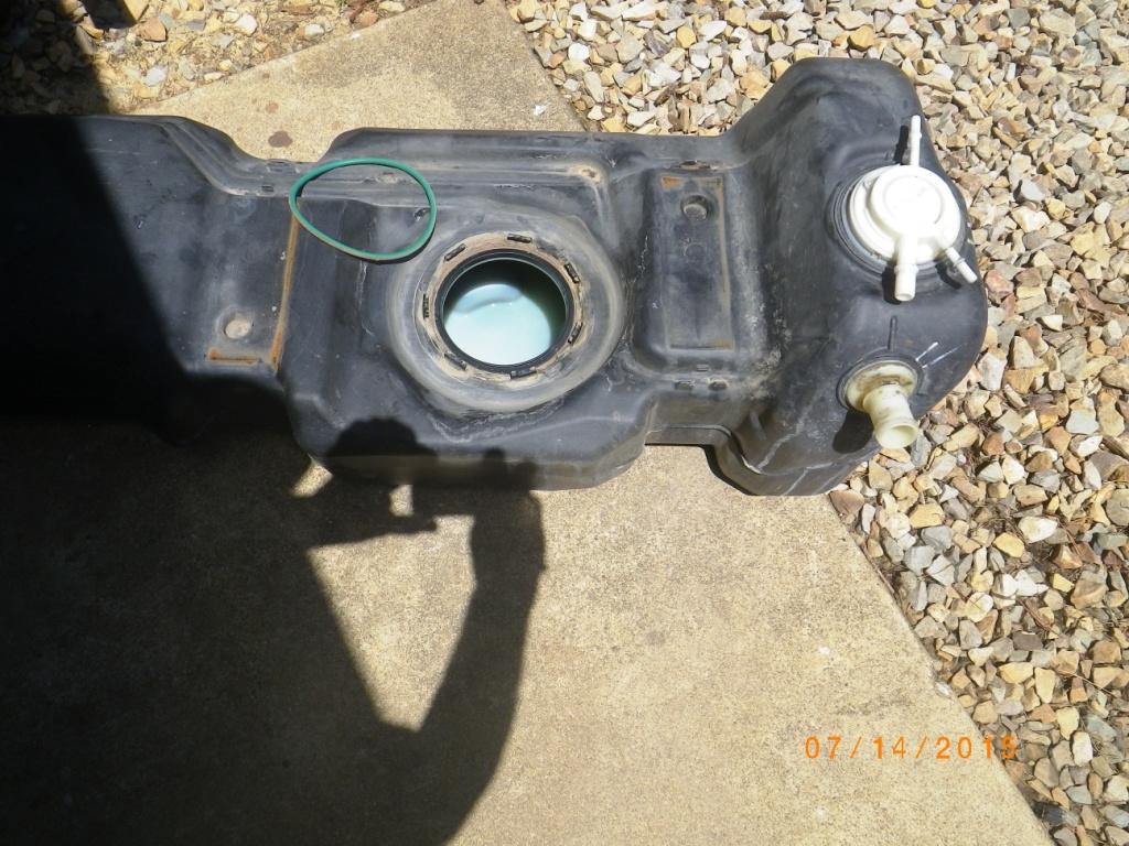 molding flaw on gas tank jeep wrangler jk forum. Black Bedroom Furniture Sets. Home Design Ideas