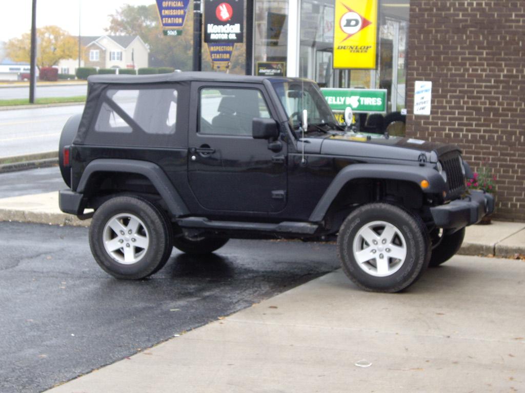Name:  Installing new tires 002.JPG Views: 2674 Size:  284.6 KB